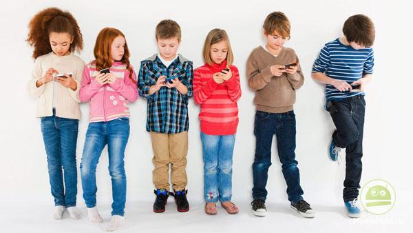 исследование показало, сколько времени дети проводят за экранами смартфонов
